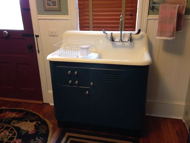 1940 Farmhouse Cast Iron Kitchen Sink