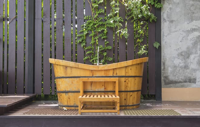 Outdoor Wood Bathtub