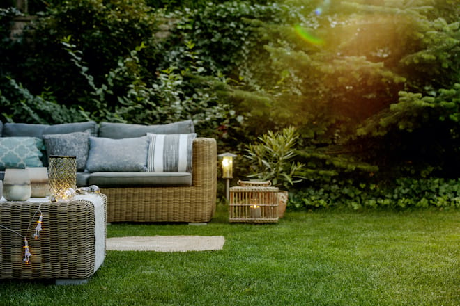 Comfortable and Quiet Backyard